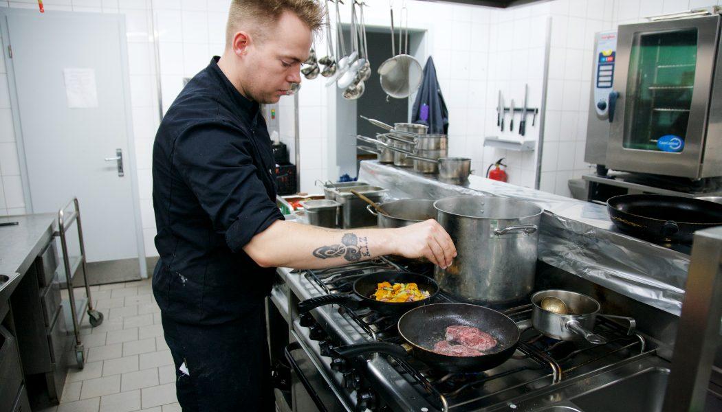 Koch bei der Arbeit - Erbenhof