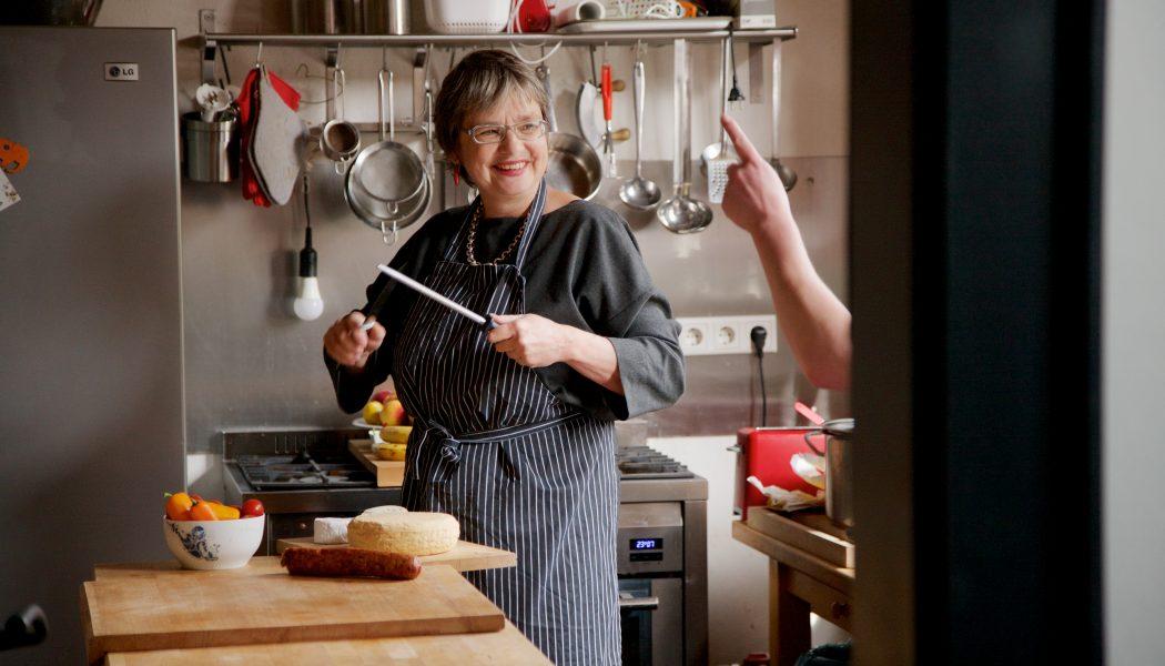 Frau Rüber bei der Arbeit in der Küche_Hotel Stadthaus Arnstadt