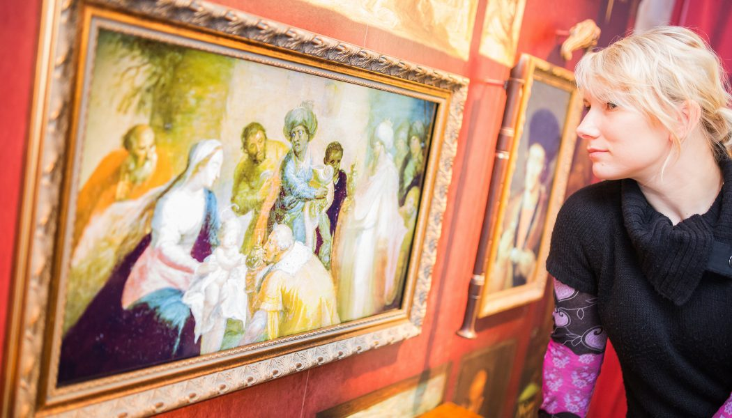 """16 Porzellan als exotisch Rarit""""t in Wunderkammernhier erwachen Figuren und Gem""""lde zum Leben"""