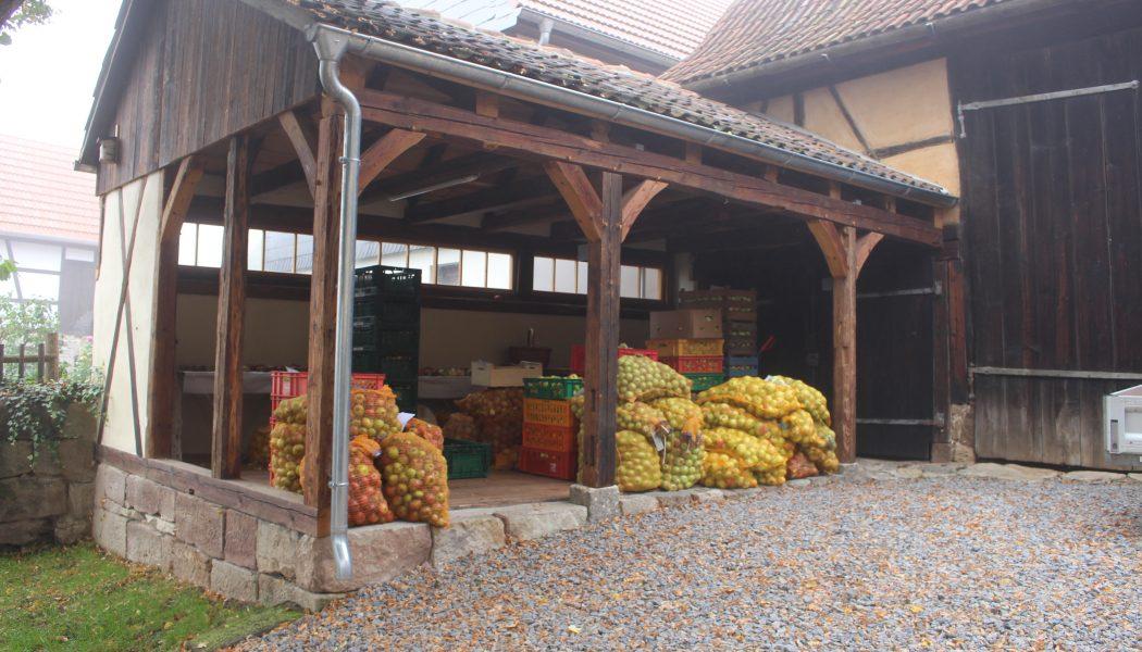 Innenhof der Obstweinkellerei Röttelmisch