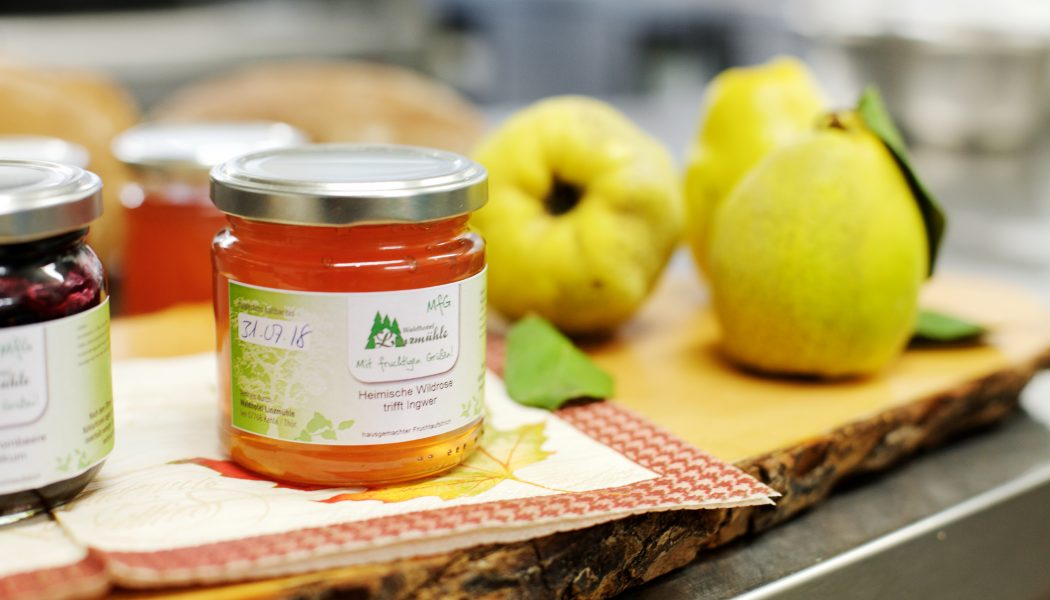 hausgemachte Marmeladen und Gelees