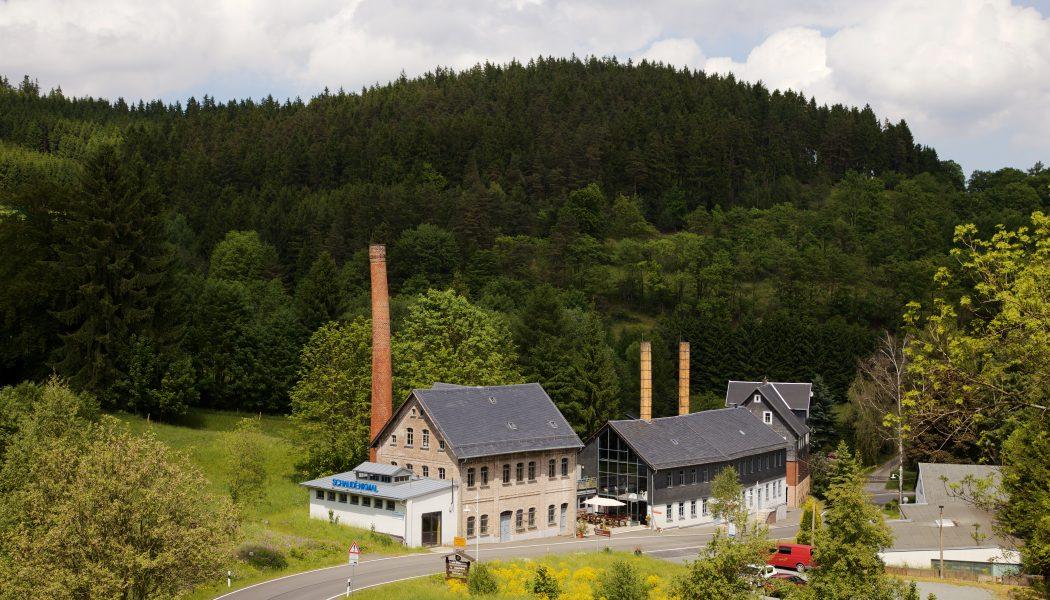 Blick zur Porzellanmanufaktur Wagner & Apel in Lippelsdorf