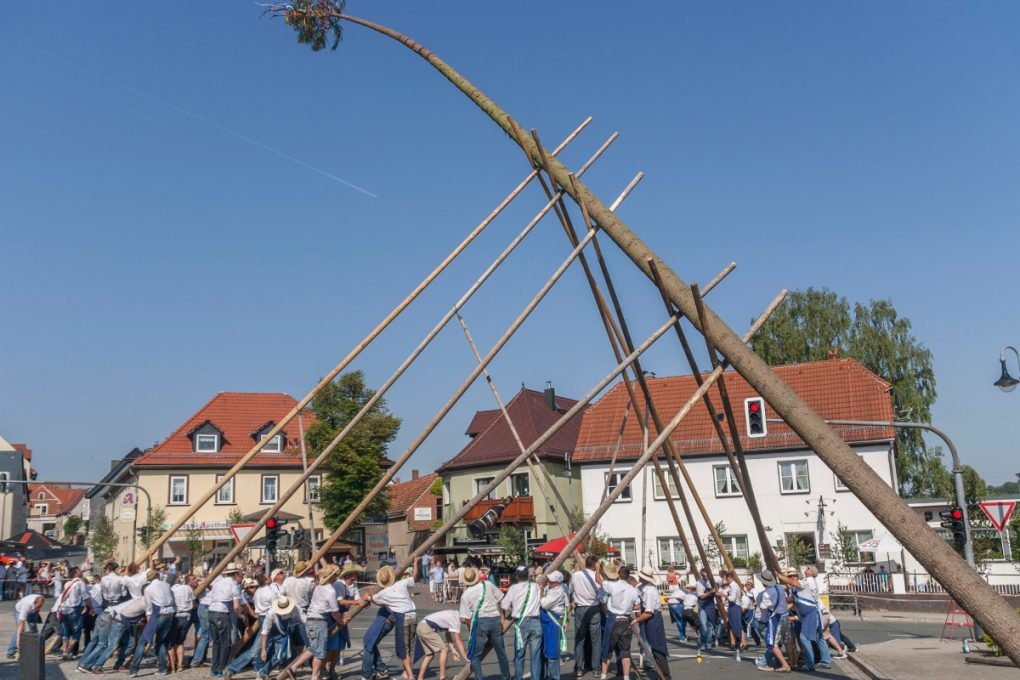 Maibaumsetzen - Tradition im Saaleland