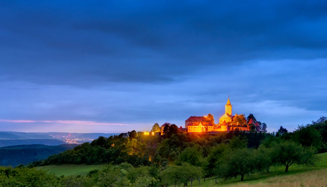 Leuchtenburg-bei-Nacht-1200x900px