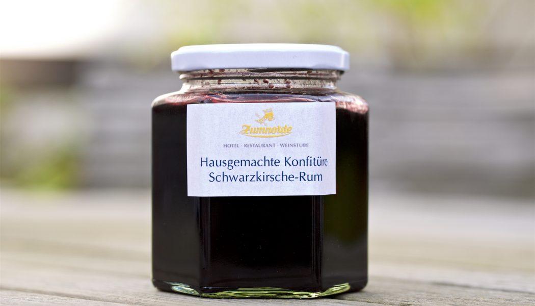 hausgemachte Konfitüre Schwarzkirsche-Rum