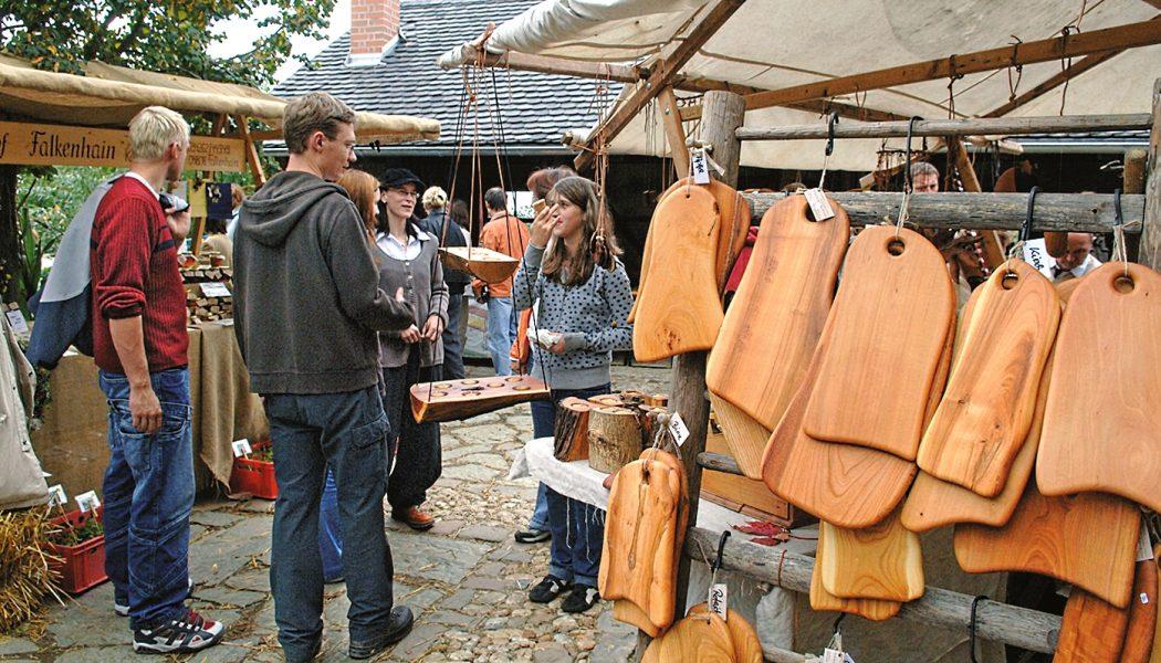 Holzstand_Herbstmarkt_Zickra